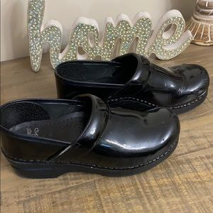 Dansko Clogs Black Patent Nursing Shoes